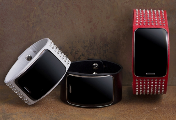 Diesel Black Gold Introduces Custom Samsung Gear S at Runway Show