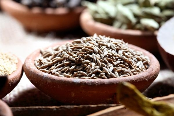 Uses & Health Benefits of Cumin Powder & Seeds